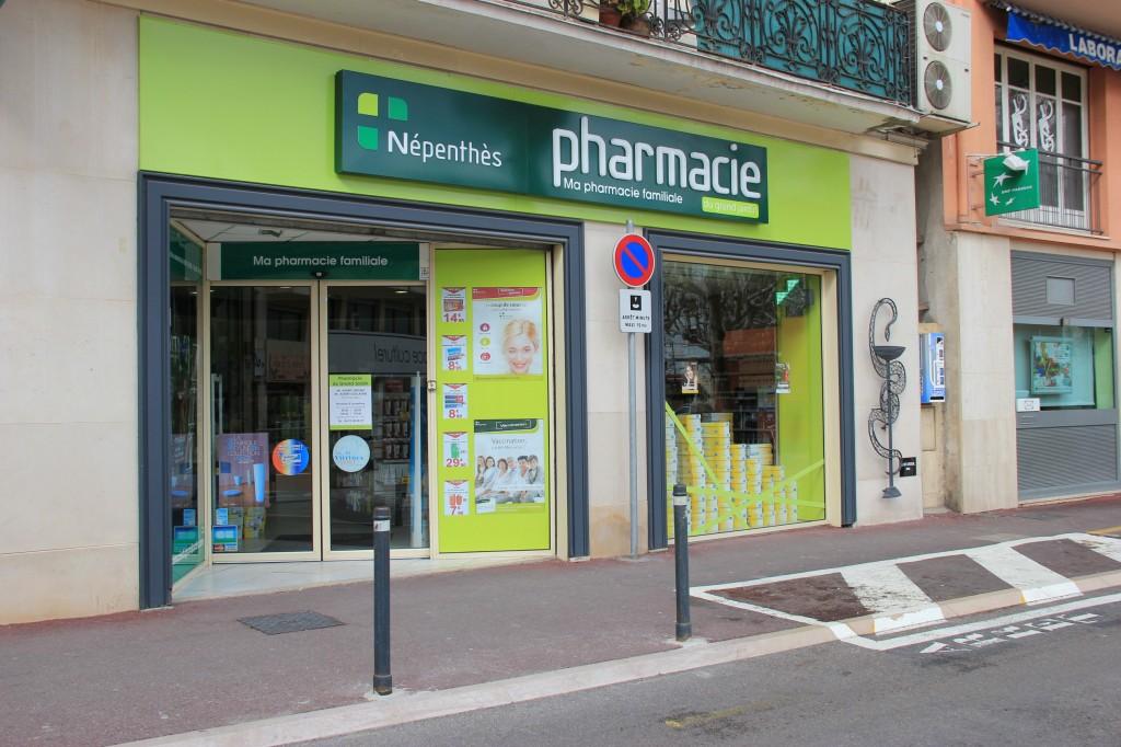 Parking Gratuit 15 minutes devant la Pharmacie du Grand Jardin à Vence 06140